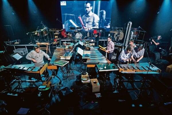 Amadinda percussionists