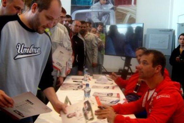 Sébastien Loeb gives autographs to Citroen employees