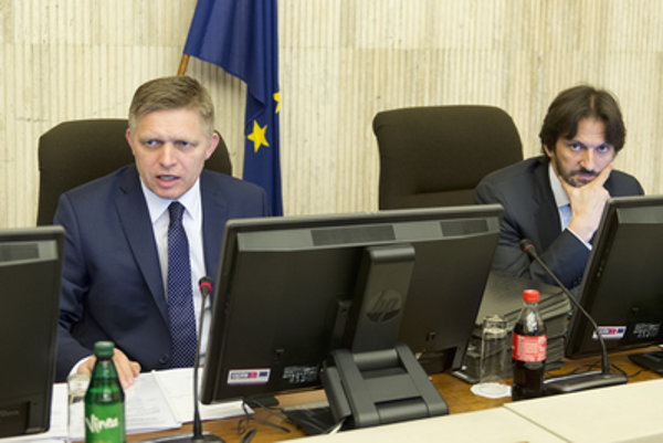 PM Fico with his minister Kaliňák at a cabinet session.