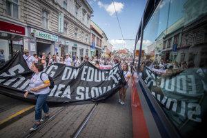 Teachers march on Obchodná Street