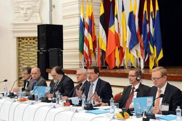 Conference in Košice L-R Peter Weiss, Ján Čarnogurský, Miroslav Číž, Vladimír Faič, Pavol Paška, Matthias Platzek, Rainer Lindner)