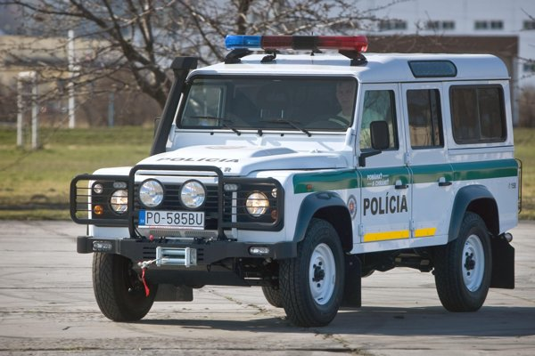 Slovak police also use Land Rovers.