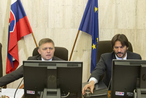 Fico with Kaliňák at a government session.