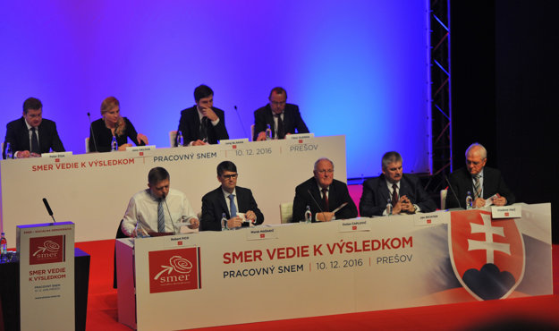 Smer party congress, December 10, Prime Minister Robert Fico and party chair sits bottom left.