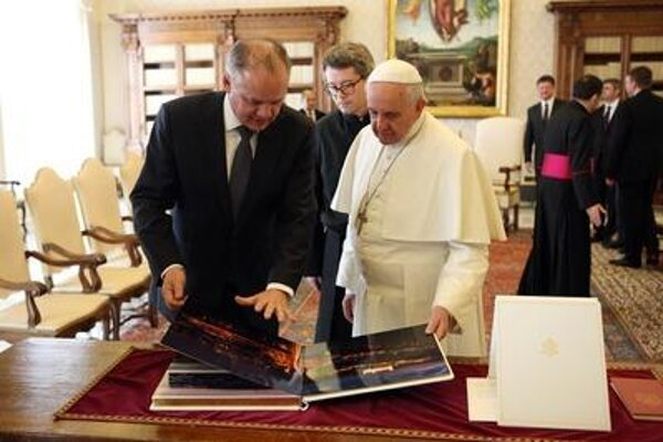 Andrej Kiska with Pope Francis in Vatican.