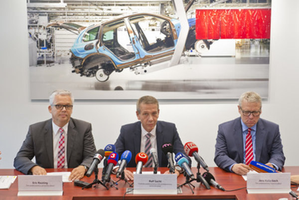 L-R: Volkswagen Slovakia board member for HR, Eric Reuting, chair of the board Ralf Sacht, and board member for finances, Jens Kellerbach, at press briefing after strike, June 26