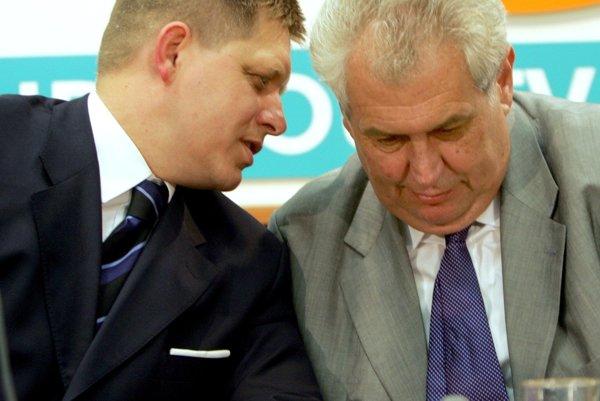 Robert Fico (l) and Miloš Zeman in 2005.