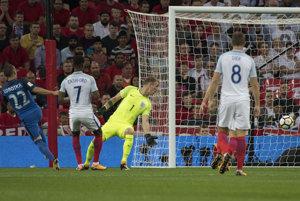 Slovak Stanislav Lobotka scores the first goal.