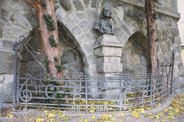 The memorial to Franz Liszt with the forged lattice and a few notes.