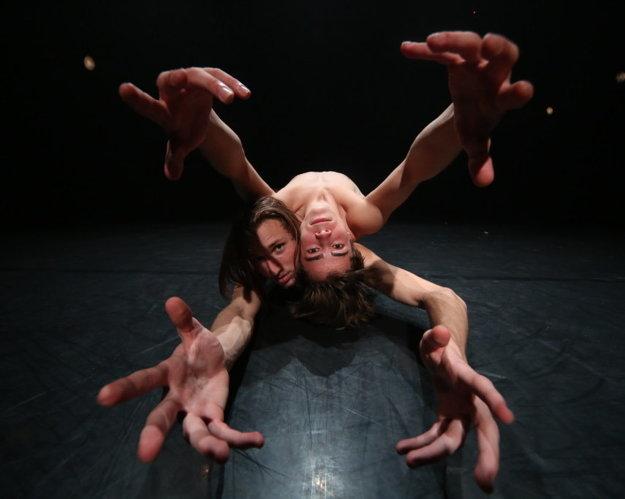 Zhigan Krajnchan & Geshper Kunshek: Alien Express