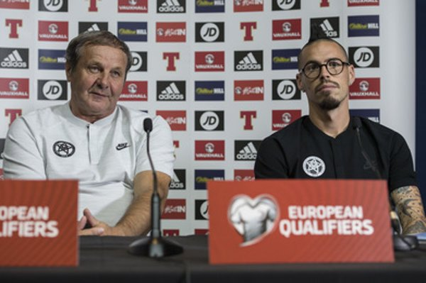 L-R: Slovak Coach Ján Kozák and team member Marek Hamšík at a press conference on WC 2018.