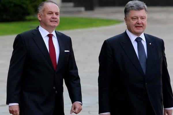 Presidents: Slovak (L) Andrej Kiska and Ukrainian Petro Poroshenko.