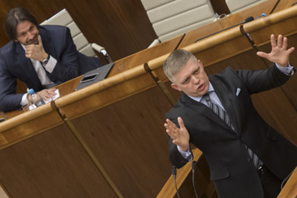 PM Robert Fico (front) eagerly defends Interior Minister Robert Kaliňák in parliament, before no-confidence vote.