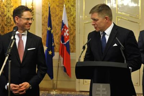 EC Vice-president Jyrki Katainen (left) and PM Robert Fico
