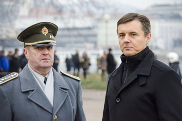 First deputy of the Chief of General Staff of Slovak Armed Forces, Lieutenant-General Peter Gajdoš (L) and state secretary of the Defence Ministry Miloš Koterec.