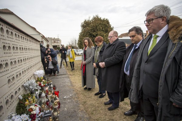 The EP delegation visited the house of murdered journalist Ján Kuciak and his fiancée Martina Kušnírová in Veľká Mača.