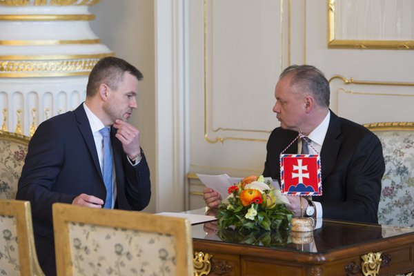 Peter Pellegrini (l) and President Andrej Kiska (r)