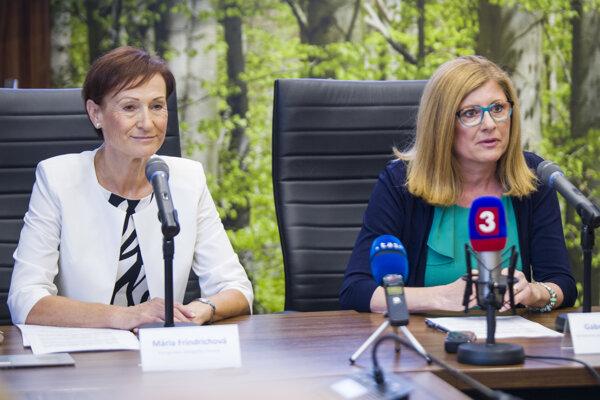 UGKK chair Mária Frindrichová and Agriculture Minister Gabriela Matečná, from left.