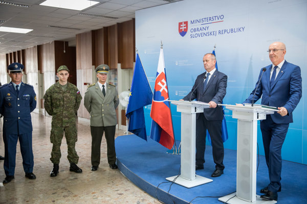 Defence Minister Peter Gajdoš (L) and Ministry General Secretary Ján Hoľko during a press briefing, August 28.