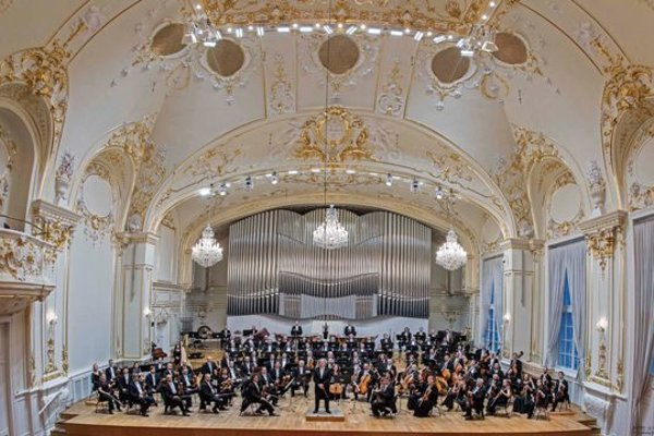 Slovak Philharmonics with James Judd in the Reduta building.