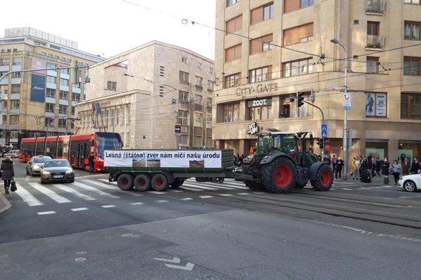 Farmers protesting on Štúr St., Bratislava.