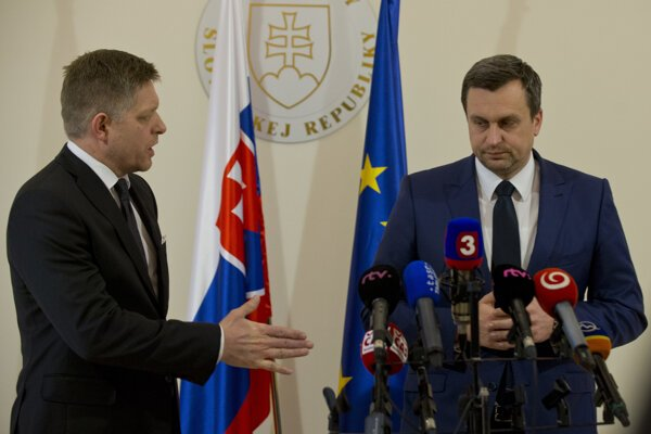 Smer's leader Robert Fico (l) and SNS chair Andrej Danko (r)