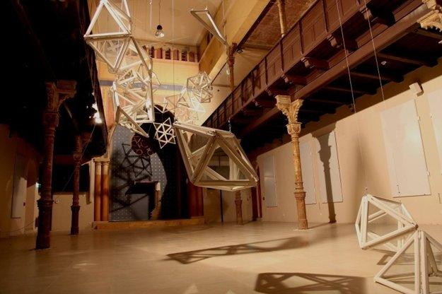 Tets Ohnari: Reflection (installation), Ján Koniarek Gallery, Trnava synagogue