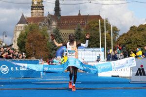 Hillary Kibiwott Kipsambu from Kenya crosses the finish line.