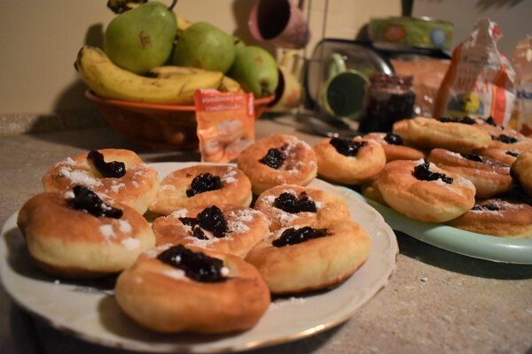 Yeast is also needed to make Slovak-style doughnuts called šišky.