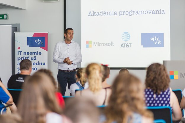 CEO of Microsoft in the Czech Republic and Slovakia, Rudolf Urbánek, giving a presentation about coding to schoolchildren at the Academy of Programming