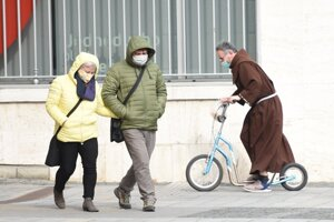 Wearing protective masks in public is obligatory in Slovakia as of Wednesday, March 25.