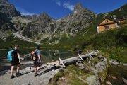 Tourists walk to a mountain hut by the Green Mountain Lake (Zelené pleso) in Belianske Tatry.