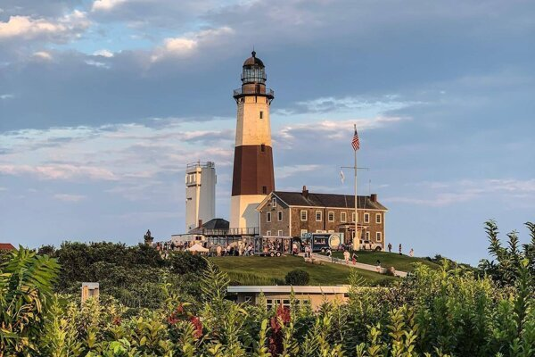 The Montauk Point Light is a lighthouse located next to Montauk Point State Park, at the easternmost point of Long Island in New York State.