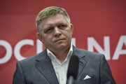 Robert Fico gave a press conference in late May without a mask on his face, which is against the measures.