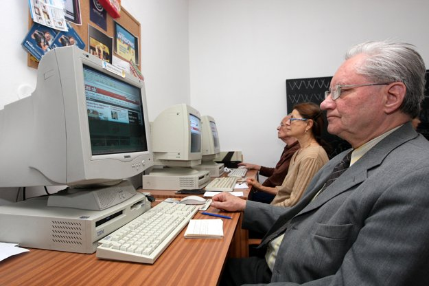 Internet courses for seniors are organised regularly.