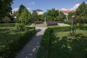 The park with the Marek Čulen statue