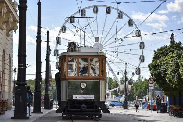 The municipal public transport company Dopravný Podnik Bratislava marks its 125th anniversary also with rides on historical trams and buses.