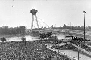 Bratislava's SNP Bridge in the early seventies.
