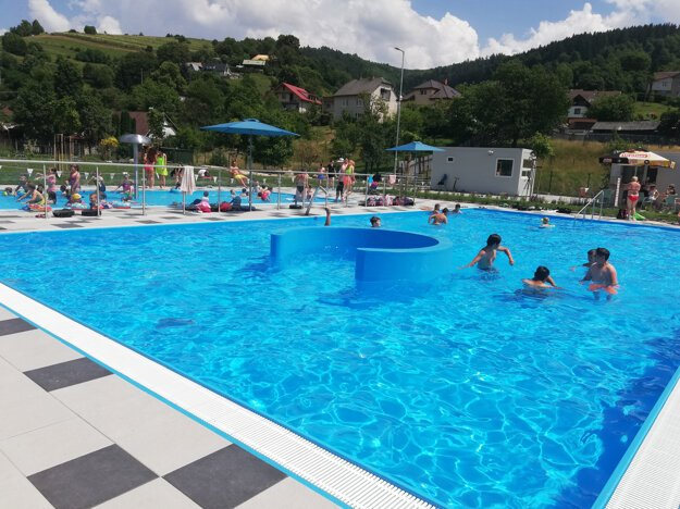 Outdoor swimming pools in Hriňová, central Slovakia, have been overhauled and reopened after 22 years.