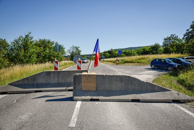 People protested against the closure of some smaller border crossings.