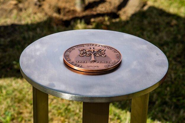 German Ambassador Barbara Wolf and Israeli Ambassador Boaz Modai planted a tree of peace at a Jewish cemetery in Žilina on July 6, 2021.