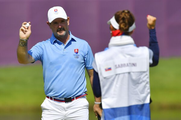 Rory Sabbatini and his caddy - his wife Martina - are happy after the last strike.