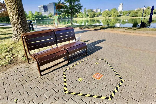 The Bratislava borough of Ružinov has come up with a small project to keep pavements butt-free.