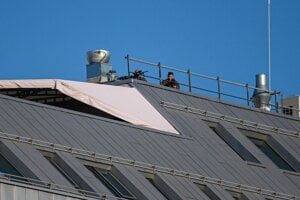 Snipers on the roof as Pope Francis arrives at the Presidential Palace.