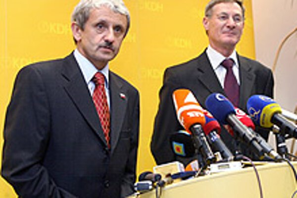 Opposition's Dzurinda and Hrušovský (right) disappointed by the night vote.