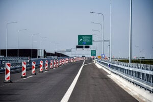 The 4.3-kilometre stretch of the D4 highway was open on September 26.