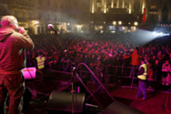Thousands of peaple gathered in downtown Bratislava to ring in the new year with live concerts.