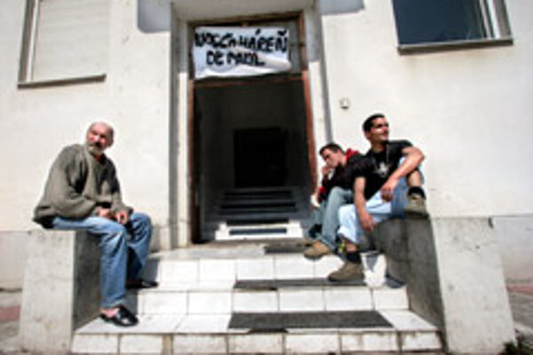 Helping the homeless is one of NGOs' priorities.