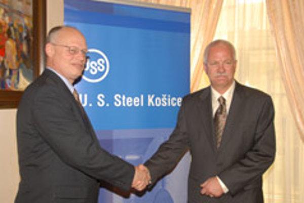 David H Lohr (left) greets his successor, George F Babcoke.
