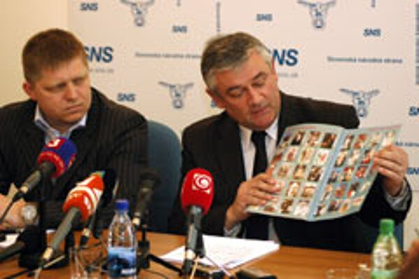 SNS leader Ján Slota gives journalists a history lesson, as Prime Minister Robert Fico looks on.